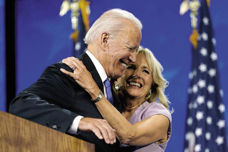 Savo žmonai Joe Bidenas piršosi net 5 kartus.<br>Scanpix nuotr.
