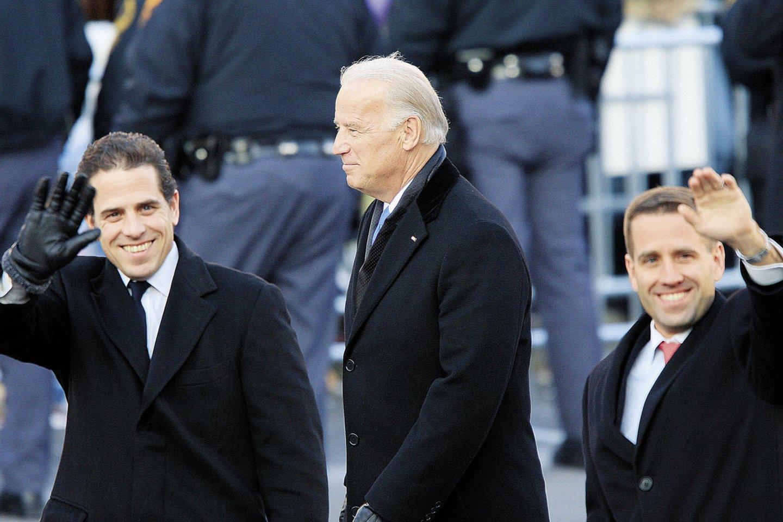 Joe Bidenas su sūnumis Beau ir Hunteriu (kairėje).<br>Scanpix nuotr.