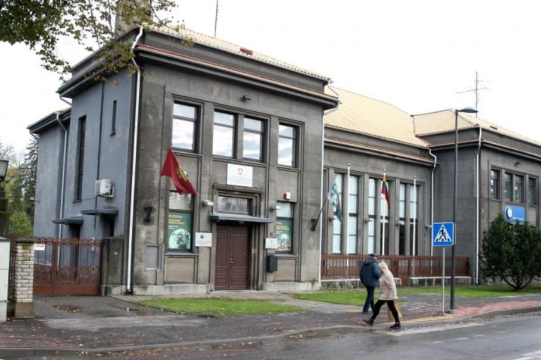 Lietuviškojo moderno stiliaus pavyzdys – Žemės ūkio banko pastatas išsiskiria monumentalumu. Didingumo jam suteikia langai per du aukštus, storos sienos.<br>A.Švelnos nuotr.