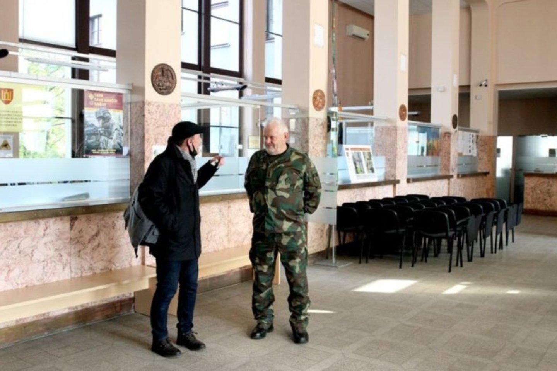 D.Mikelionis ir V.Šeškas kalbėjo, kad paprastus gyventojus Žemės ūkio banke priblokšdavo didžiulė salė, marmuras, kolonos.<br>A.Švelnos nuotr.
