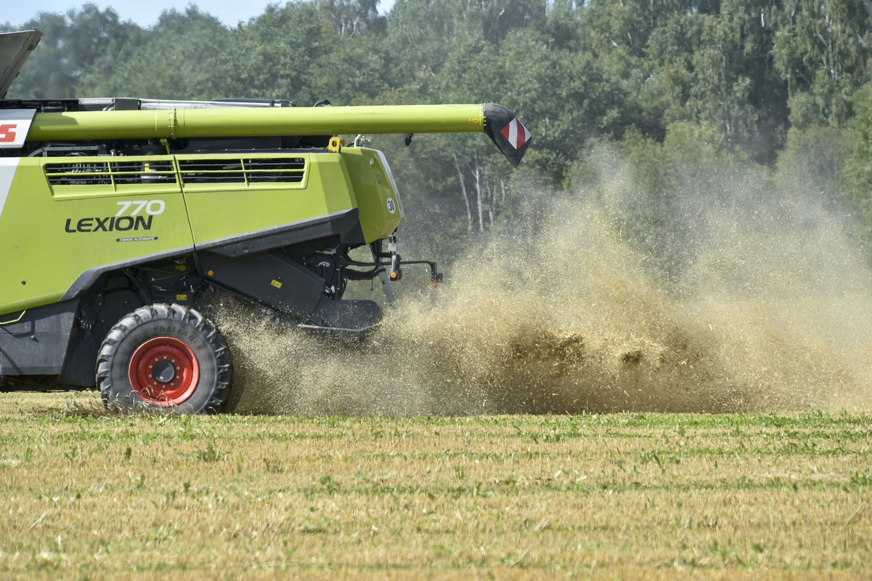 """Paskolos buvo teikiamos įgyvendinant finansinę priemonę """"Paskolų žemės ūkio technikai ir įrangai įsigyti, finansuojamų iš grąžintų ir grąžintinų lėšų, teikimas"""". Vidutiniškai skolintasi apie 38 tūkst. eurų.<br>V.Ščiavinsko nuotr."""