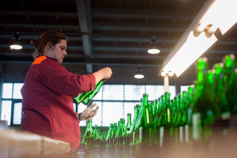Vidutiniškai vienas sąlyginis darbuotojas sukūrė 27,1 tūkst. eurų pridėtinės vertės gamybos sąnaudomis, arba 8,8 proc. daugiau nei prieš metus.<br>J.Stacevičiaus nuotr.