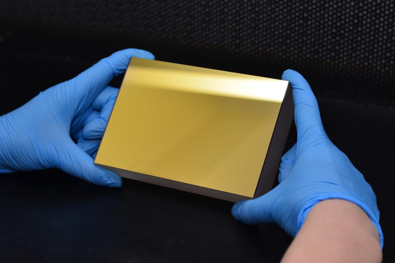 """Fotonikos įmonė """"Optonas"""" gamina optinius elementus lazeriams."""