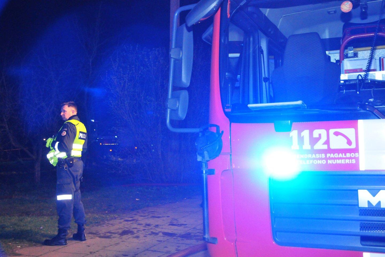 Šiaulių rajone – gaisras mediniame name.<br>A.Vaitkevičiaus nuotr.