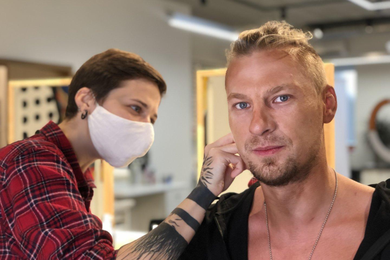 Pamatykite: naują dainą ir vaizdo klipą pristatantis Justinas Lapatinskas persikūnyjo į elgetą.<br>Pr siuntėjų nuotr.