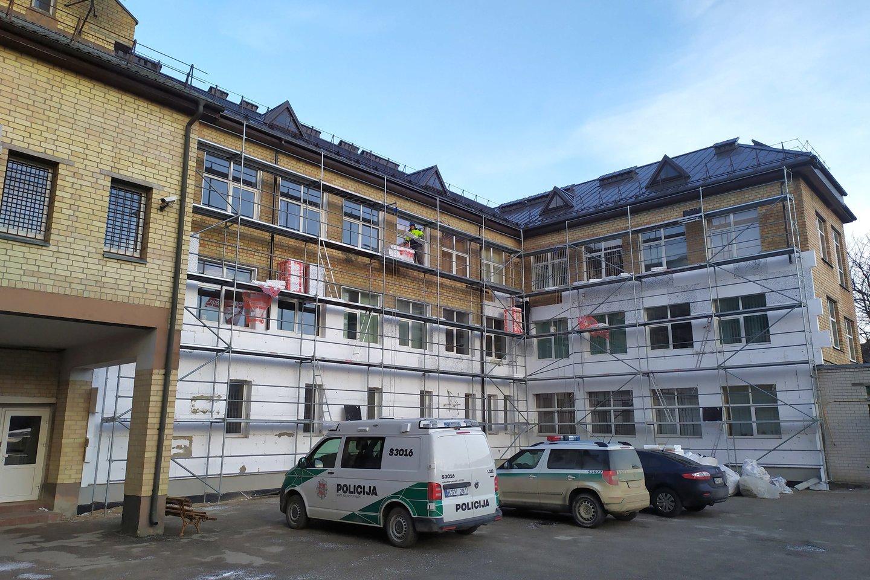 Joniškio rajono policijos komisariato pastatas buvo renovuotas pasinaudojus europinių fondų lėšomis.<br>Šiaulių AVPK nuotr.