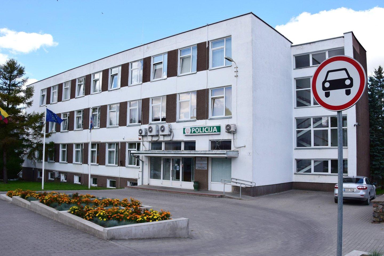 Taip šiuo metu atrodo policijos komisariatui nuomojamas pastatas Raseinių centre, kurio nuoma kasmet policijos biudžetą patuština 74 tūkstančiais eurų.<br>Šiaulių AVPK nuotr.