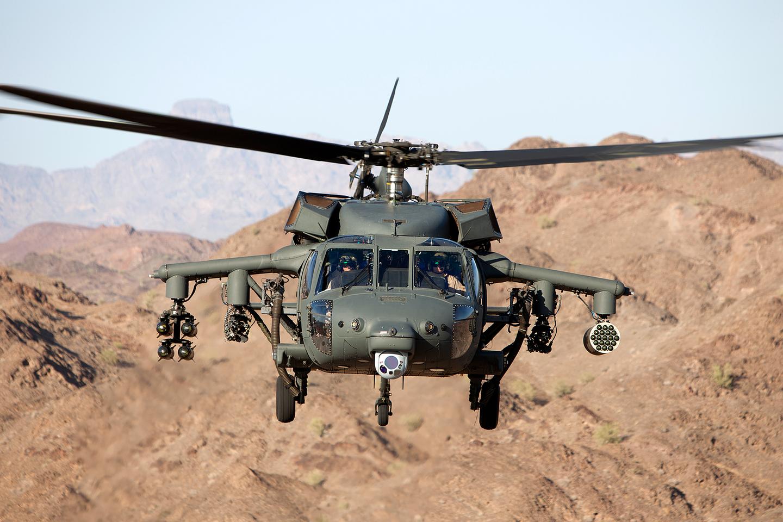 """""""Black Hawk"""" yra vieni universaliausių sraigtasparnių pasaulyje.<br>""""Lockheed Martin"""" nuotr."""