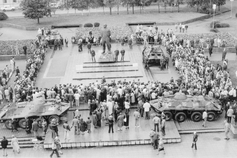 Lenino paminklą uostamiestyje saugojo kariškiai.<br>B.Aleknavičiaus nuotr.