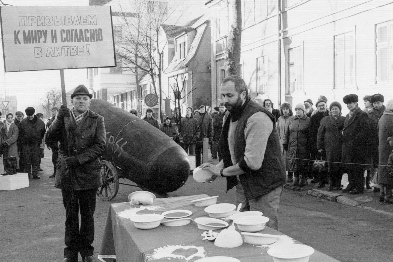 Menininkų akcija Liepų gatvėje.<br>B.Aleknavičiaus nuotr.