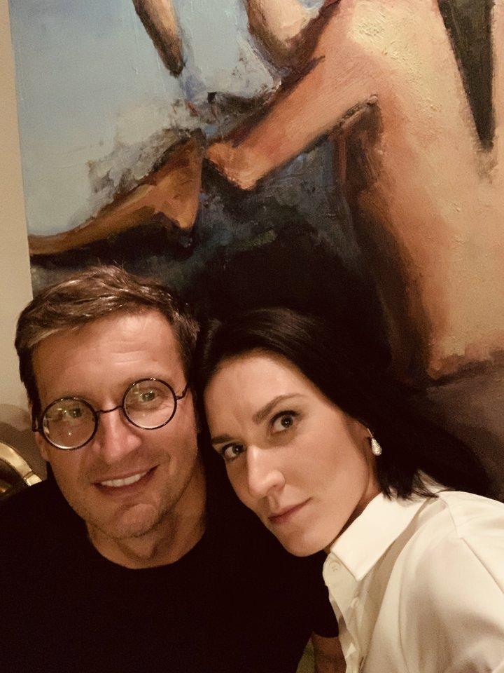 Dirigentas Modestas Pitrėnas džiaugiasi su žmona Ieva Prudnikovaite šeimoje sugebėję rasti aukso vidurį – teisingai pasiskirstyti vaidmenimis.<br>Asmeninio albumo nuotr.