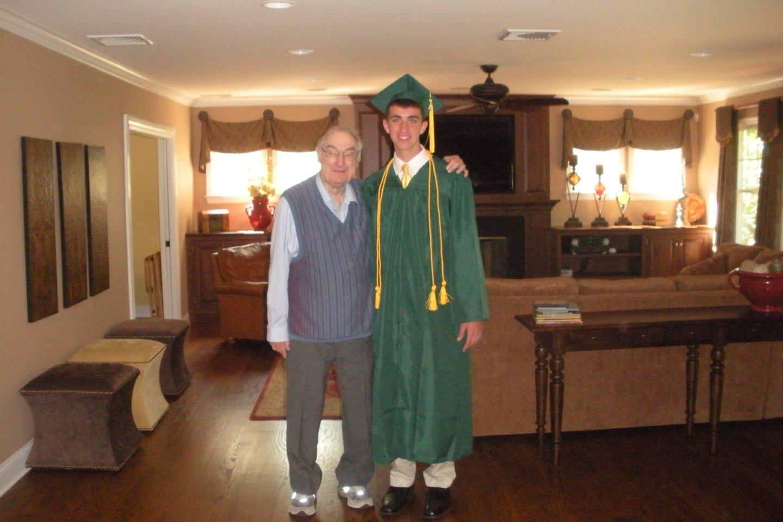 Mattas su seneliu Bernardu, pas kurį surado dokumentus.<br>Iš asmeninio archyvo nuotr.