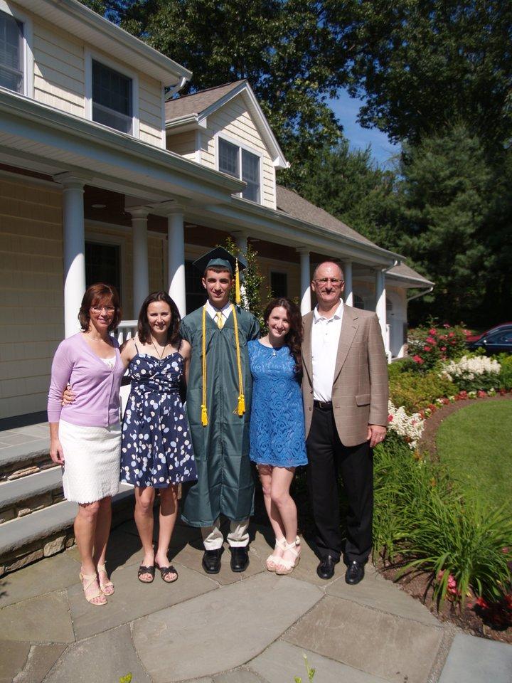 Mattas su tėvais ir seserimi.<br>Iš asmeninio archyvo nuotr.