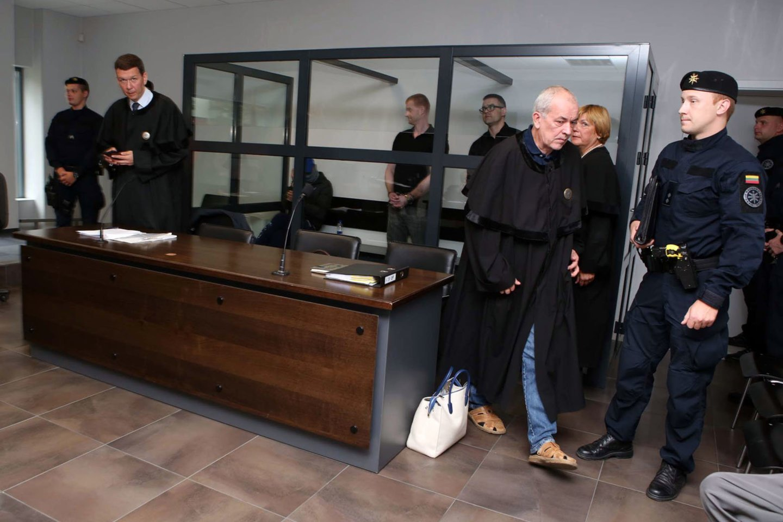 Kaune vyksta vieno Agurkinių gaujos lyderių D.Bugavičiaus žudikų teismas. Pirmadienš buvo apklaustas smogikų gaujos vadeiva iš Estijos I.Arakas.<br>M.Patašiaus nuotr.