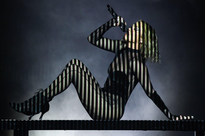 Jennifer Lopez pasirodymas Amerikos muzikos apdovanojimų metu 2020-aisiais.<br>AFP/Scanpix nuotr.