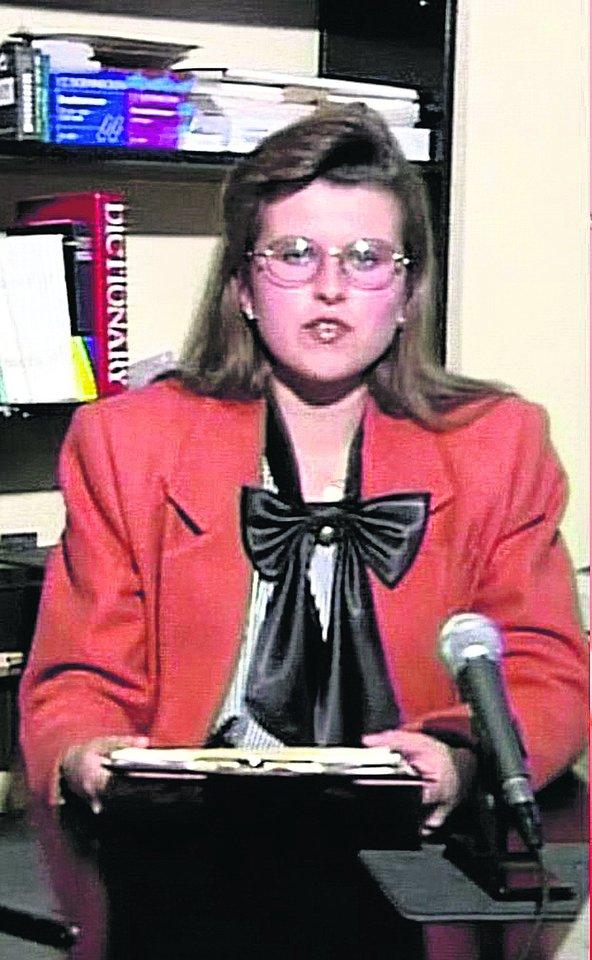 Taip R.Mikelkevičiūtė atrodė pirmą kartą pasirodžiusi TV eteryje kaip žinių vedėja.<br>LNK nuotr.