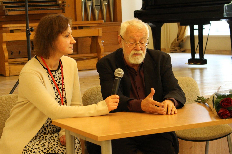 R.Stanevičiūtė-Kelmickienė su K.Droba įteikiant jam LMTA apdovanojimą, 2016 m.