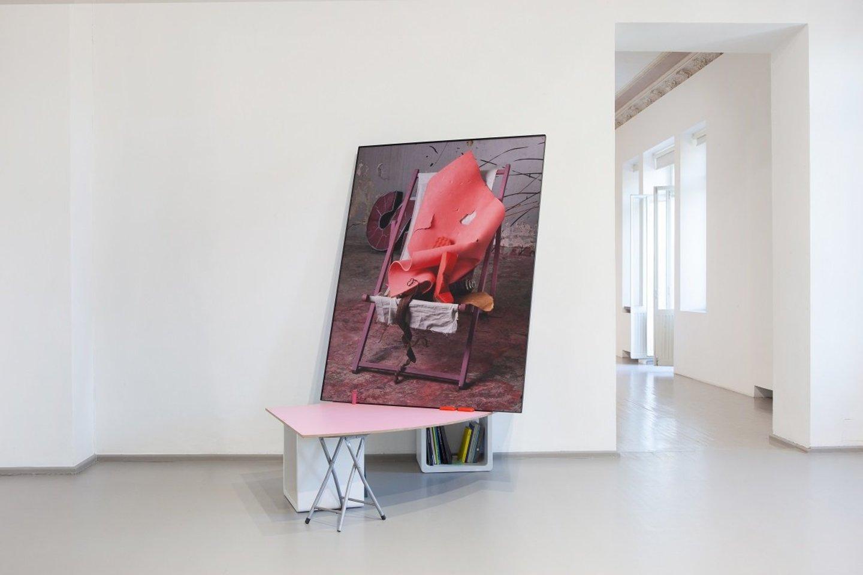 """Galerijos """"Vartai"""" akcijoje """"Dovanoti meną"""" – meno kūriniai ir dizaino objektai, skatinantys įdomius pašnekesius bei diskusijas.<br>Organizatorių nuotr."""