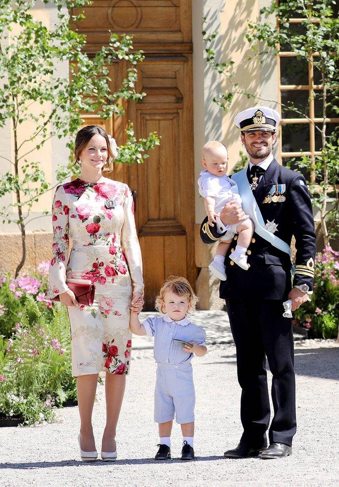 Švedijos princas Carlas Philipas su žmona princese Sofia ir vaikais.<br>Scanpix nuotr.