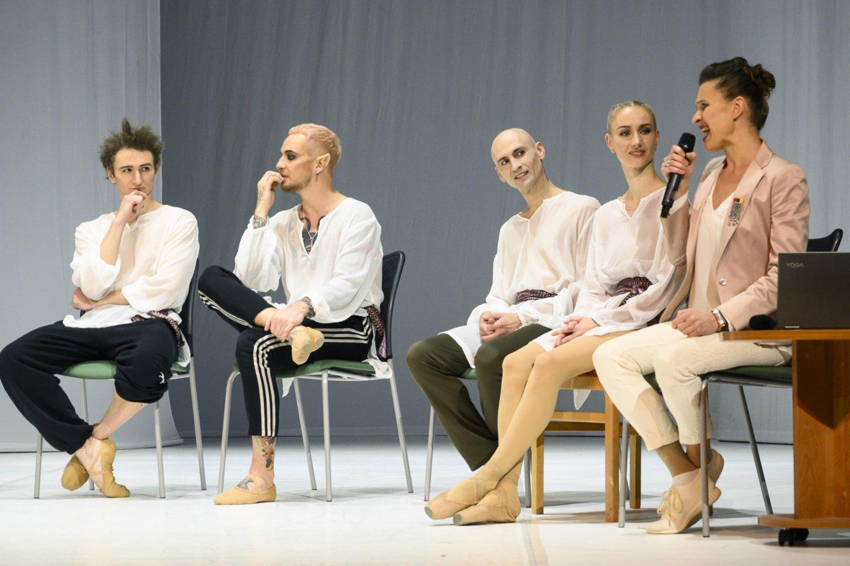 """""""Vaivos juostos"""" artistaiir choreografė M.Simona Šimulynaitė (dešinėje).<br>D.Matvejevo nuotr."""