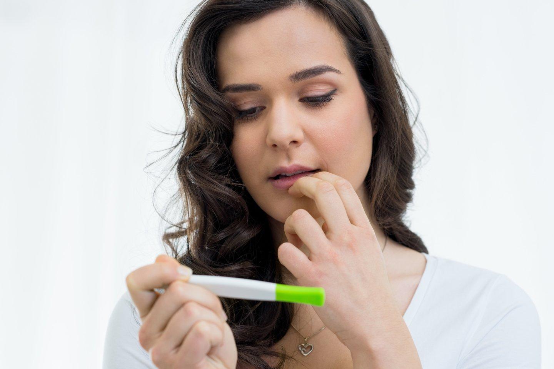 Į Krizinio nėštumo centrą paauglės kreipiasi retai, tad specialistai mano, jog daugelis jų nusprendžia darytis abortą.<br>123rf nuotr.