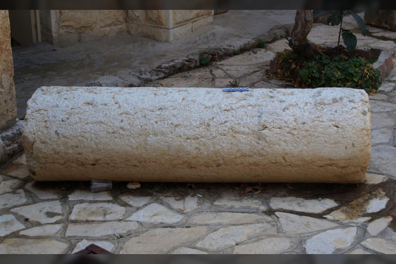 Maždaug 1500 metų senumo olos bažnyčios kolona.<br>K. Darko nuotr.