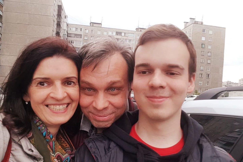 Kaune per avariją žuvusio A.Stoletovo tėvai teigė, jog sūnaus žūties byloje iki galo.<br>Nuotr. iš šeimos albumo