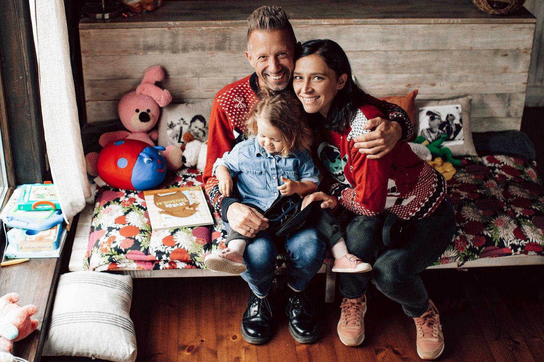 Linas Adomaitis su šeima.<br>Eglės Gendrėnaitės nuotr.