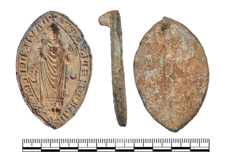 Švino lydinio viduramžių antspaudų matrica, vaizduojanti XIII amžiuje gyvenusį Šv. Andriejaus vyskupą Deividą – nors tai gali būti ir šiuolaikinė klastotė.<br>Britų muziejaus / PAS nuotr.