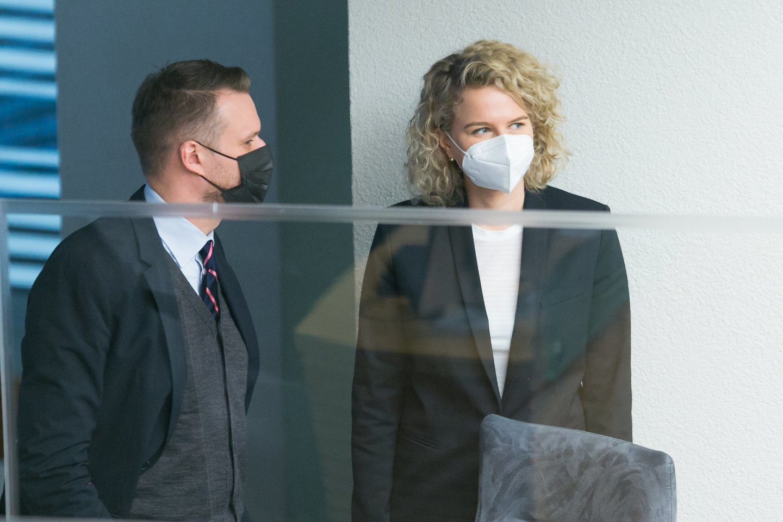 Seimas penktadienį susirinko į nenumatytą posėdį, kuriame pandemijos akivaizdoje ketinama skubiai patvirtinti a<br>T.Bauro nuotr.