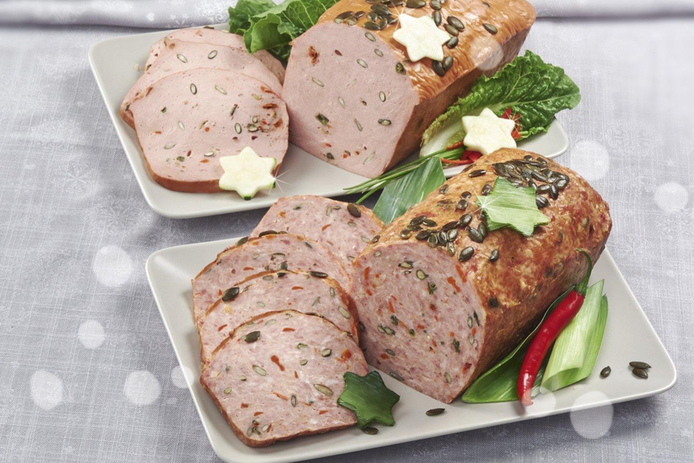 Prieš šventes itin populiarūs tampa įvairūs mėsos vyniotiniai, vytintos ir šaltai rūkytos dešros, rūkyti mėsos gaminiai.<br>Archyvo nuotr.