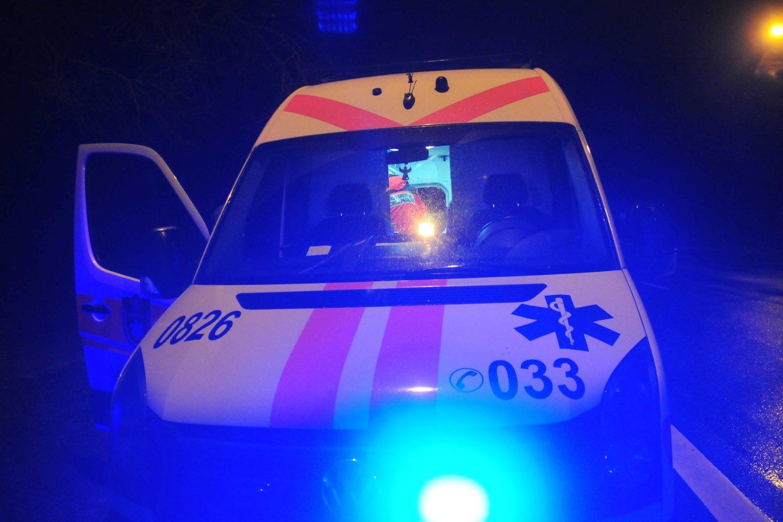 Šiaulių r. nuo kelio nuvažiavo greitoji pagalba, sužeisti medikai ir policininkai.<br>A.Vaitkevičiaus asociatyvi nuotr.