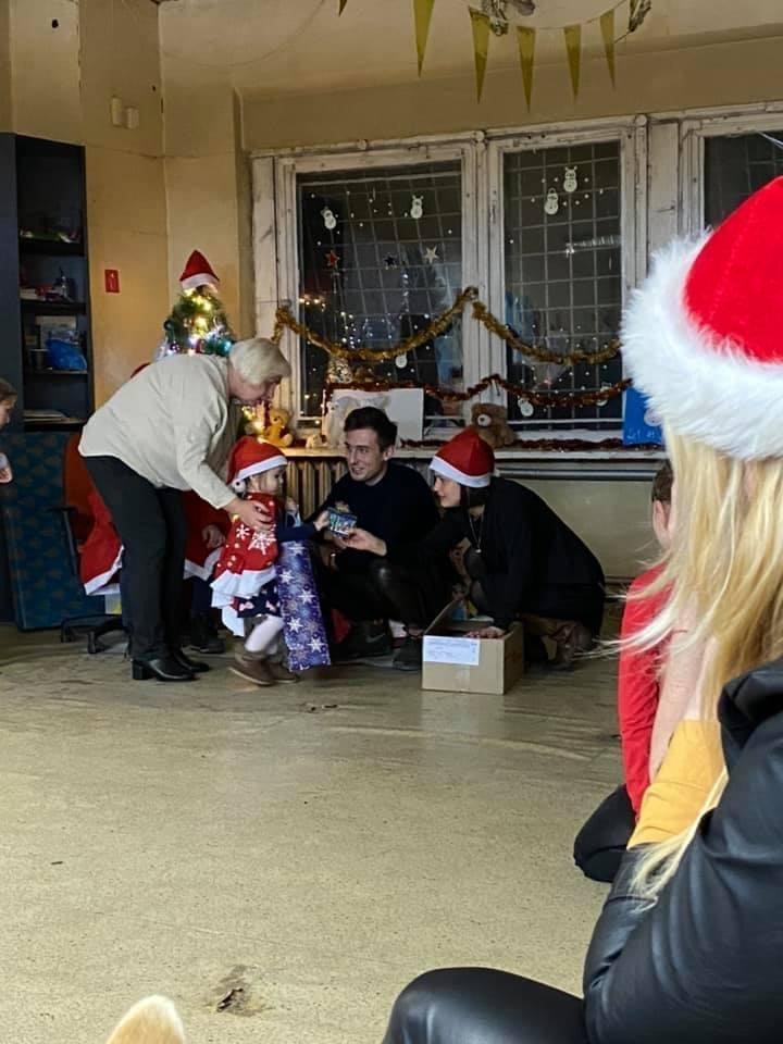 Gintarė Eimantaitė nupirko dovanų vaikų dienos centrų lankytojams.