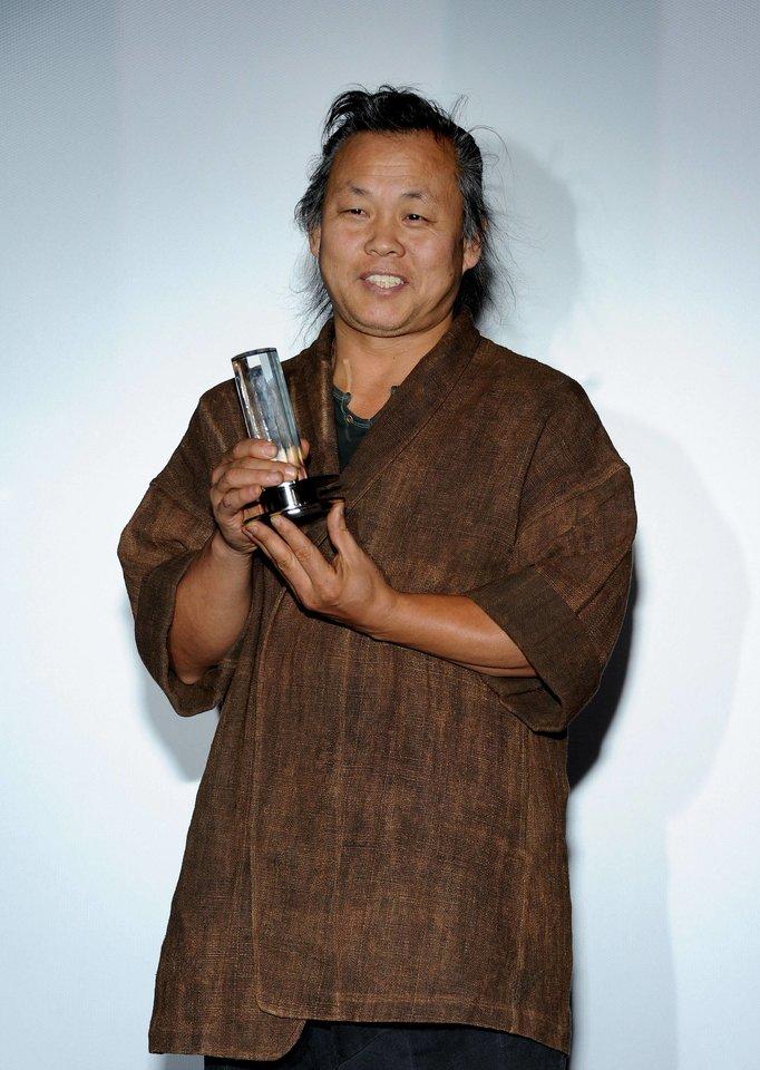 Ki-duk Kimas mirė nuo koronaviruso komplikacijų vienoje Rygos ligoninių.