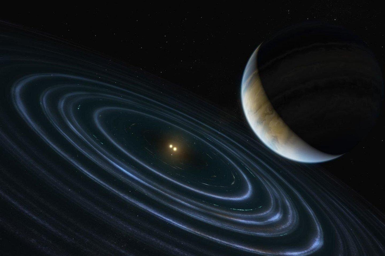 Pati egzoplaneta – 11 kartų už Jupiterį masyvesnis kūnas – kaip tokia identifikuota tik 2013 metais, bet jos žvaigždę Hubble teleskopas stebėjo ir anksčiau, mat ji yra dvinarė – taigi, įdomi jau vien tuo.<br>NASA / ESA iliustr.