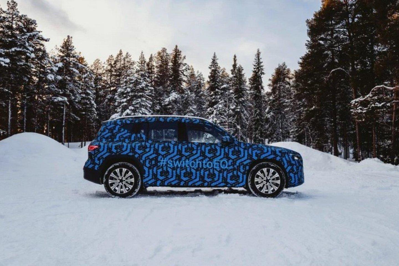 """""""Mercedes-Benz"""" visiems primena rimtai žiūrintys į elektromobilius ir pristato keletą naujų elektrinių automobilių prototipų.<br>Gamintojo nuotr."""