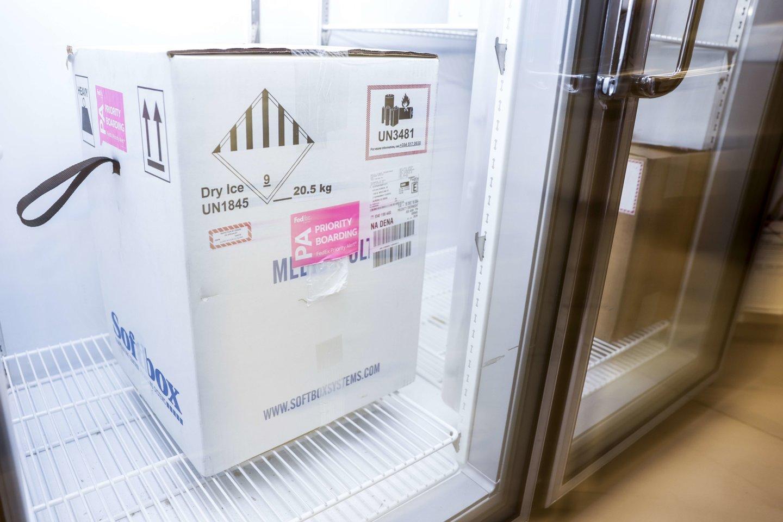 """Dabar """"Pfizer""""/""""BioNTech"""" mRNR vakcina turi būti laikoma tiesiog arktinėje -70 Celsijaus laipsnių temperatūroje.<br>AFP / Scanpix nuotr."""
