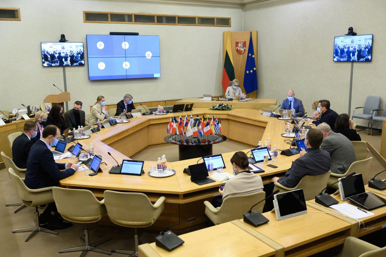 Vyriausybė sekmadienio vakarą skubiame posėdyje nutarė dėl skrydžių draudimo į Lietuvą iš Jungtinės Karalystės nuo gruodžio 21 dienos 4 valandos iki gruodžio 31 d. 24 val.<br>V.Skaraičio nuotr.