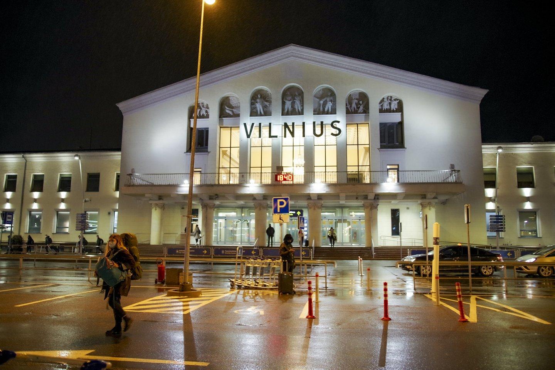 Vyriausybė sekmadienio vakarą skubiame posėdyje nutarė dėl skrydžių draudimo į Lietuvą iš Jungtinės Karalystės nuo gruodžio 21 dienos 4 valandos iki gruodžio 31 d. 24 val.<br>V.Ščiavinsko nuotr.