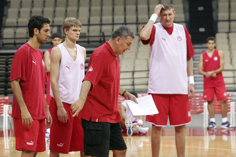 """J.Kazlauskas treniruoja Pirėjo """"Olympiakos"""" klubą. 2005-ieji.<br>M.Kulbio nuotr."""