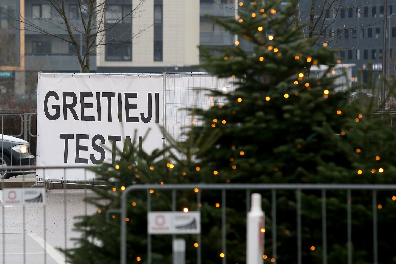 Per praėjusią parą Lietuvoje nustatyti 3737 naujo koronaviruso atvejai – tai didžiausias iki šiol paros atvejų skaičius, mirė 50 žmonių.<br>R.Danisevičiaus nuotr.