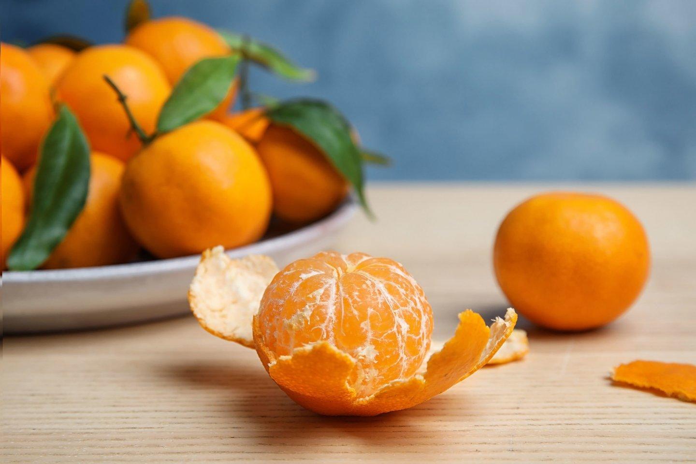 Valgant mandarinus žieves ir juolab lapus lengva ranka išmetame šiukšlinėn, tačiau jų galima susidžiovinti.<br>123rf nuotr.