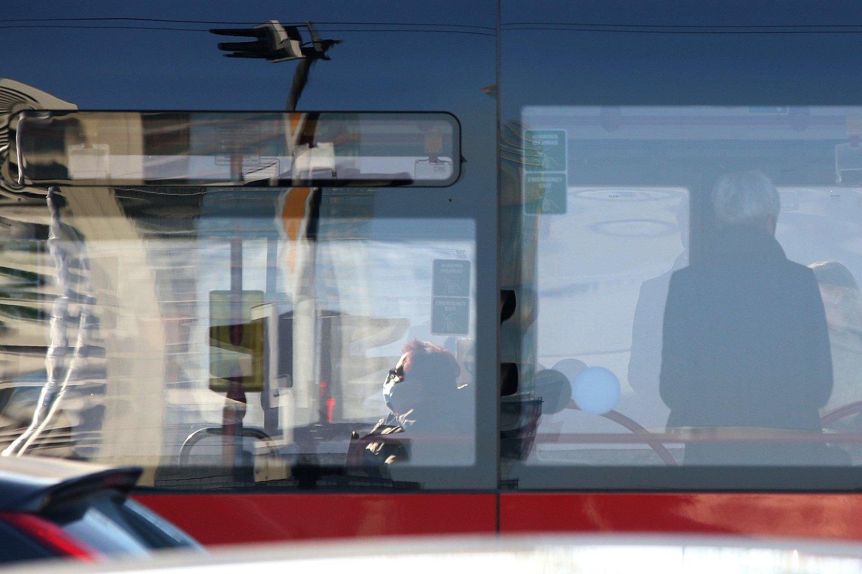 Nuo sausio 1 d. onkologinėmis ligomis sergantys asmenys su 80 proc. nuolaida galės įsigyti tolimojo, vietinio ar reguliaraus susisiekimo bilietą važiuoti autobusais, traukiniais, reguliaraus susisiekimo laivais ir keltais.<br>R.Danisevičiaus nuotr.