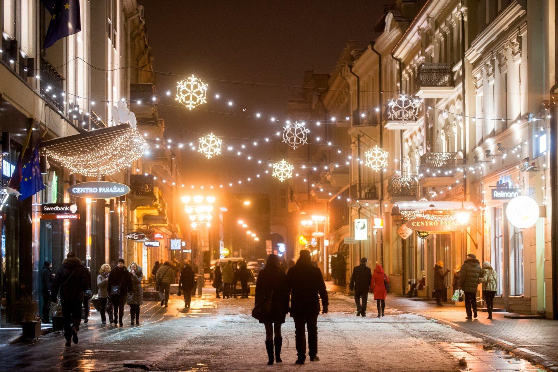 Išradingiausieji rado išeičių ir džiaugiasi, kad į virtualius Kalėdų projektus įsitraukė daug daugiau darbuotojų, nei dalyvaudavo gyvai vykstančiuose vakarėliuose.<br>J.Stacevičiaus nuotr.