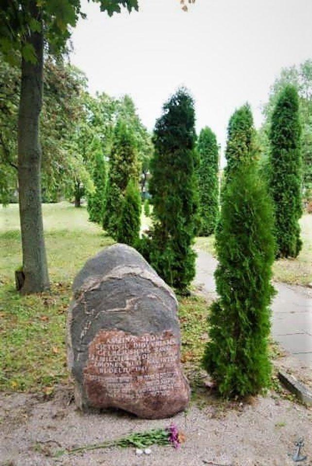 Kapinėse - genocido aukų atminimo alėja<br>F.Puzemskio archyvas.