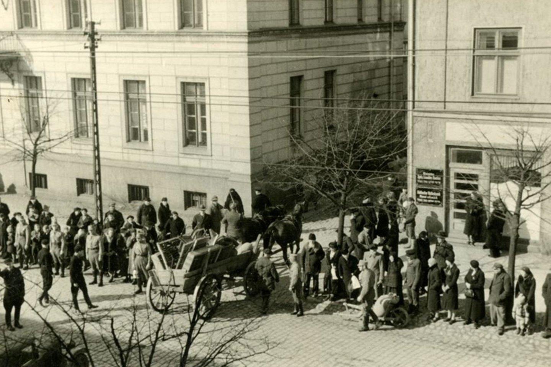 Lietuviai ir žydai traukiasi iš Klaipėdos (1939).<br>Klaipėdos apskrities bibliotekos AdM archyvas.