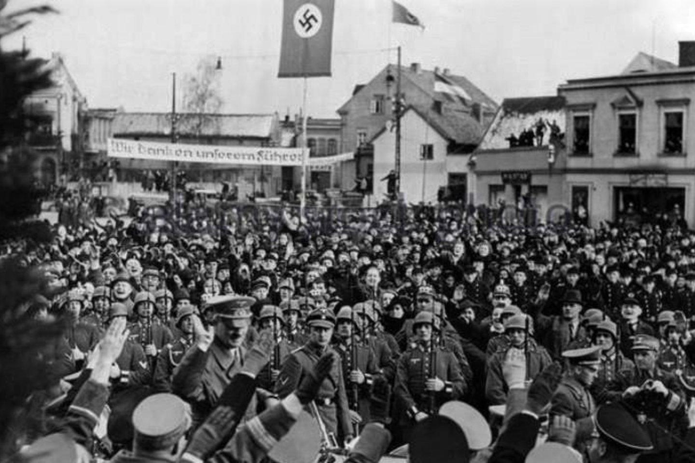 A.Hitleris Teatro aikštėje (1939).<br>Klaipėdos apskrities bibliotekos AdM archyvas.