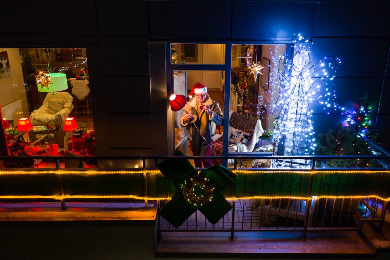 Laukdami Naujųjų metų namuose vilniečiai čia pat kūrė ir šventinę atmosferą.<br>A.Vasiliausko nuotr.