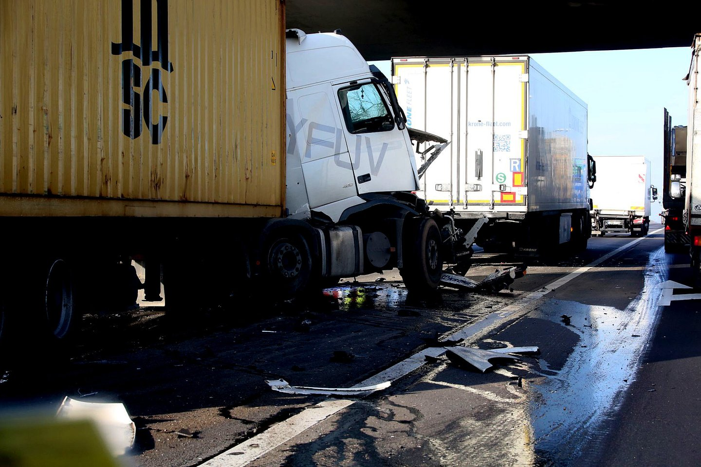 Speciali įranga atsitikus eismo įvykiui jau gali atkurti avarijos detales, kurios tą pačią akimirką perduodamos atitinkamoms institucijoms.<br>M.Patašiaus nuotr.