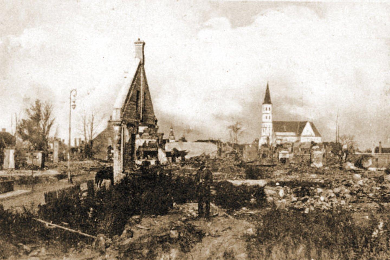 Pirmojo pasaulinio karo metais sugriautų Šiaulių vaizdas.<br>Leidėjų nuotr.